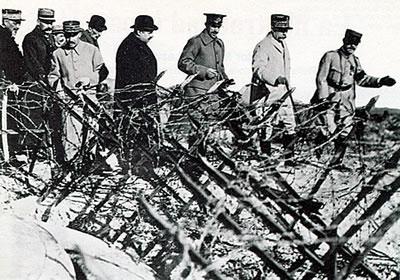 Alfonso XIII y Pétain visitan el campo de batalla de Verdún el 22 de octubre de 1919