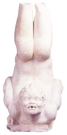 Estatua de acróbata negro
