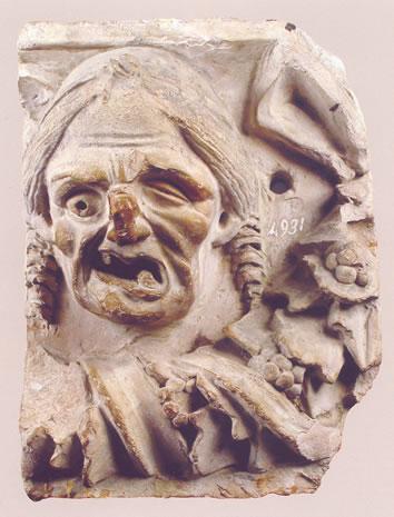 Placa Campana donde se representa el rostro de una vieja