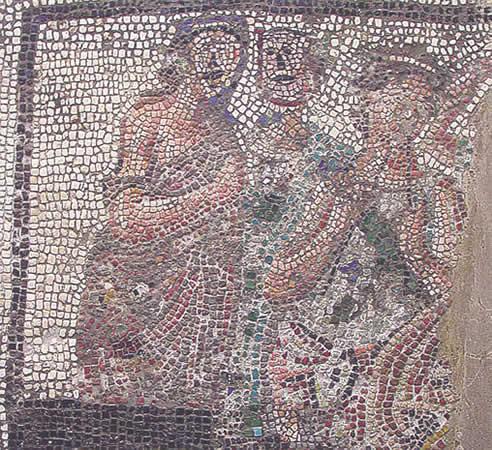Fragmento de mosaico con figuras