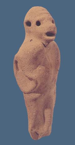 Estatuilla masculina con máscara animal