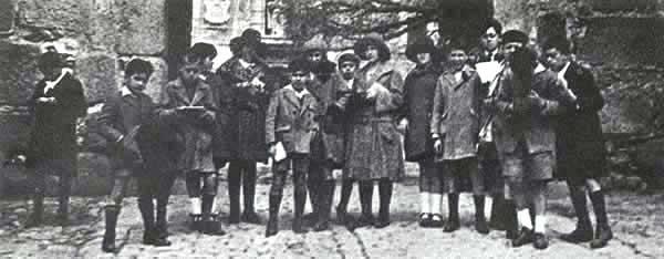 Excursión a Avila de los alumnos de la segunda clase del Instituto Escuela (1921)
