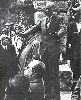 Julián Besteiro inaugura la «Fuente de los Geólogos» en la sierra de Guadarrama