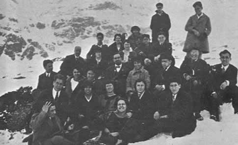 Alumnos y profesores de la Institución en una excursión al Pirineo
