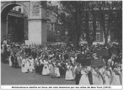 Multitudinario desfile a favor del voto femenino por las calles de Nueva York (1913)