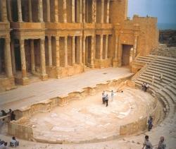 Escena y orchestra del teatro romano de Sabratha (Libia)