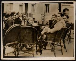 De izquierda a derecha: Conchita Monrás, Sol Acín, Ramón Acín, Katia Acín, Manuel Corrales, Gil Bel, Federico García Lorca y Honorio García Condoy. 1932-33