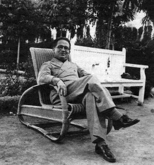 Max Aub en el balneario de las Arenas, ca. 1935 (Archivo Manuel García)