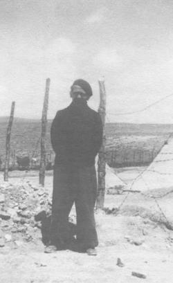 Max Aub en el campo de prisioneros de Djelfa, Argelia, ca. 1941-1942 (Archivo Manuel García)
