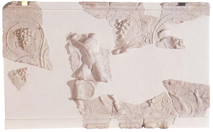 Placa fragmentaria representando la locura de Licurgo
