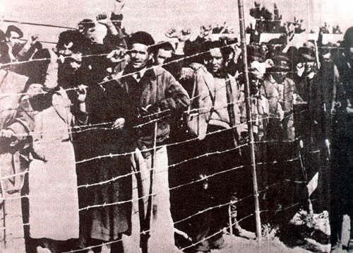 Prisioneros republicanos en un campo de concentración cerca de Barcelona