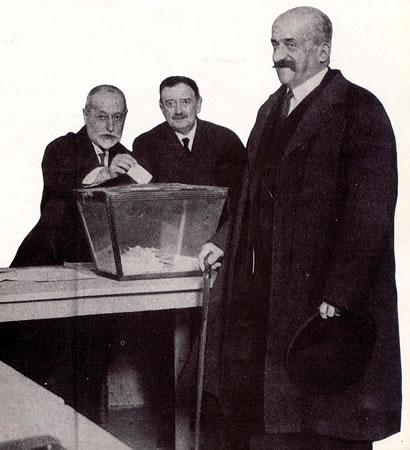 Las buenas ideas de Romanones quedaron en letra muerta. En la fotografía, Romanones en la votación del 14 de abril de 1931
