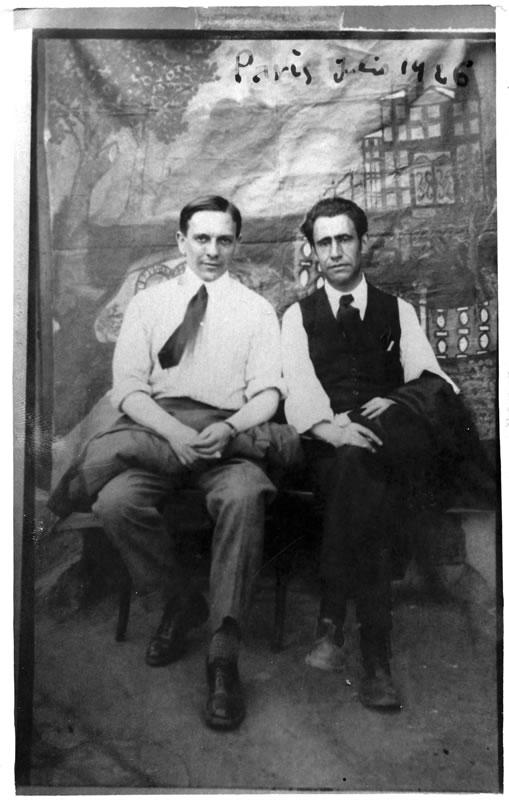 Ismael González de la Serna y Ramón Acín en París. 13 de julio de 1926 (Museo de Huesca)