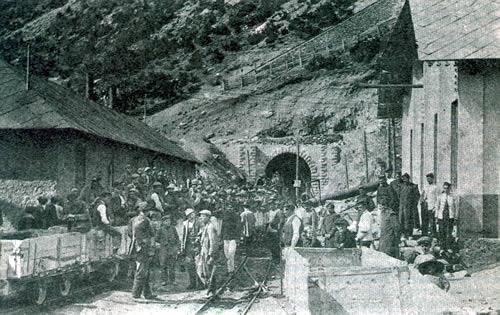 Construcción del túnel de Canfranc, por donde pasó gran parte del contrabando de ganado a Francia