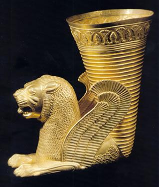 Ritón en forma de león alado. Ecbatana (?) (Hamadán, oeste de Irán central) 500-450 a.C.
