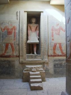 Fig. 18. Statue niche, mastaba of Mereruka, Saqqar