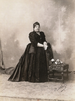 PAUL NADAR. Retrato de Isabel II, 1876