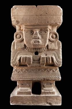 Monolito antropomorfo Chalchiuhtlicue. 200-650 d.C. México. Museo de Antropología