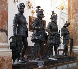 Estatuas de bronce, Hofkirche-Innsbruck