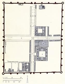Los Palacios de los Omeyas. Mshatta. Figura 18: El cruce del cardo y del decumanus