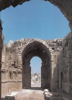 Los Palacios de los Omeyas. Kasr Amman. Figura 22: el hermoso espacio centrado del aula regia