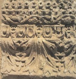 Friso decorativo del palacio omeya de Mshatta