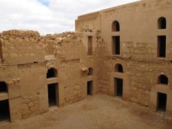 Los Palacios de los Omeyas. Kasr Kharana. Figura 4: una organización utilitaria
