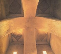 Los Palacios de los Omeyas. Kasr Kharana. Figura 5a: unos abovedados originales