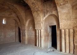 Los Palacios de los Omeyas. Kasr Kharana. Figura 5b: unos abovedados originales
