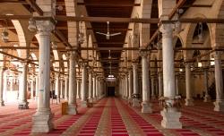 Mezquita de Amr (El Cairo). Figura 2: la sala hipóstila típica