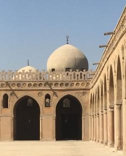 Mezquita de Ibn Tulun. Figura 9: perspectiva desde una arcada