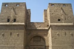 Figura 26a-b: torres cuadradas y lienzos de muralla