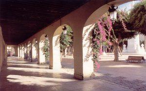 Plazas de España: Almería. Soportales de la planta baja de la plaza