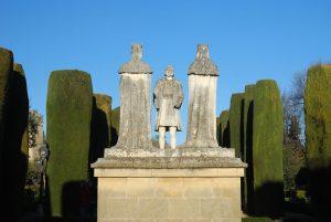 Alcázar de los Reyes Cristianos. Estatua Cristóbal Colón