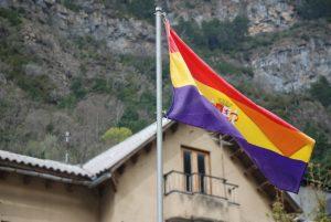 "Bandera republicana(?) en Canfranc ""viejo"""