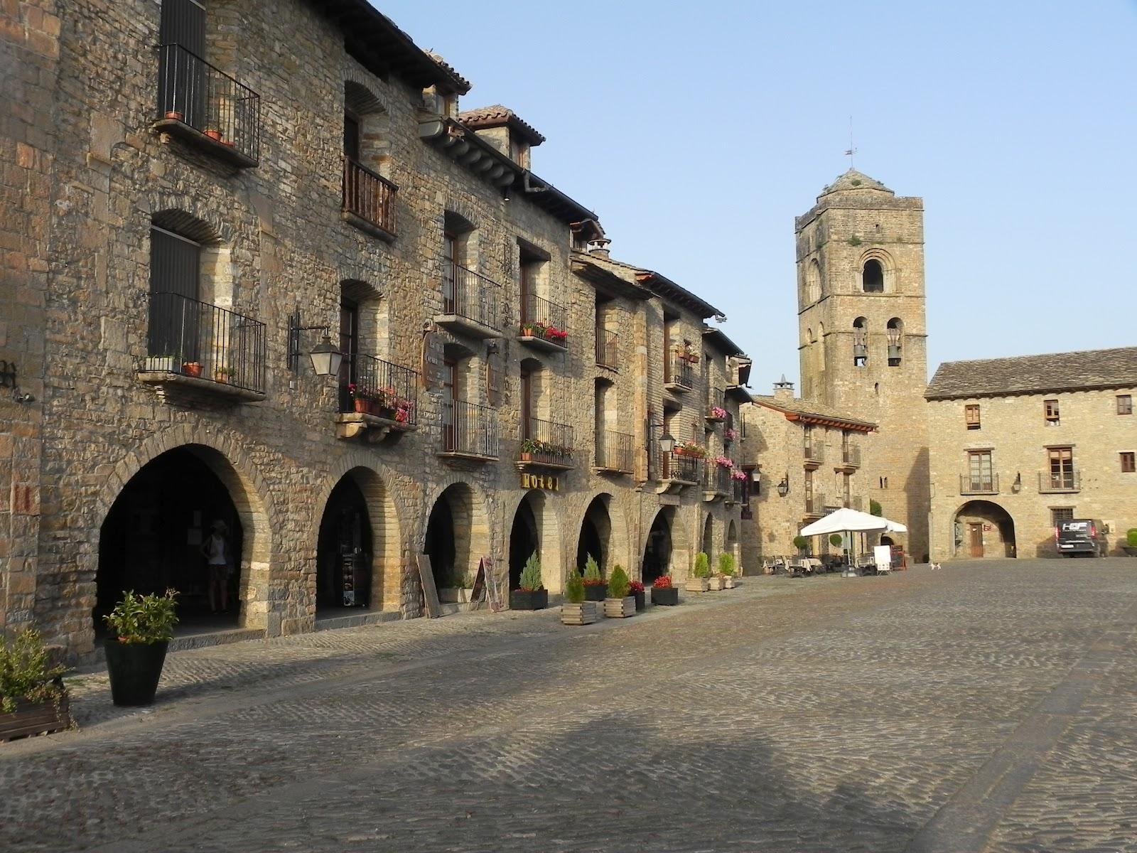 Plazas de España: Ainsa (Huesca) – Bitácora Almendrón