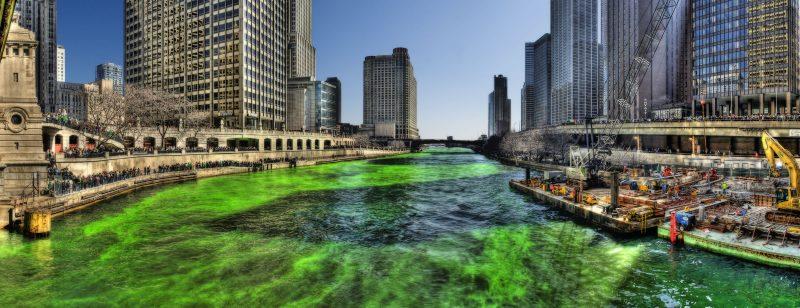 Curiosa la costumbre de teñir el río Chicago para celebrar el día de san Patricio.