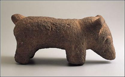Abaj Takalik. Período preclásico tardío (400 a.C.-250 d.C.) Piedra. Alto: 10,8 cm; ancho: 23,2 cm. Museo Nacional de Arqueología y Etnología, Guatemala (N.º Inv.: 10220)