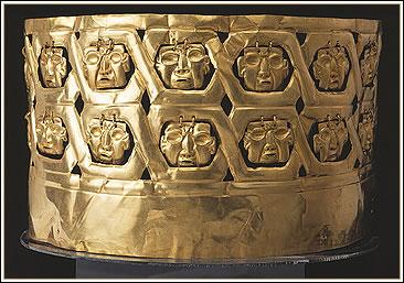 Corona de oro – Kunturwasi. Foto: Yutaka Yoshii.