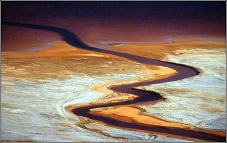 Río que lleva residuos de las minas de mercurio, Bolivia. Fotografía de Enrique Aguilar Montalvo