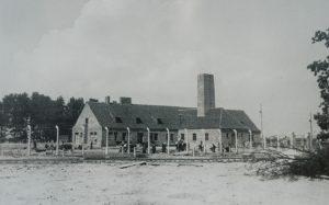 Auschwitz II (Birkenau): El edificio, hoy en ruinas, alojaba tanto la cámara de gas como los hornos crematorios.