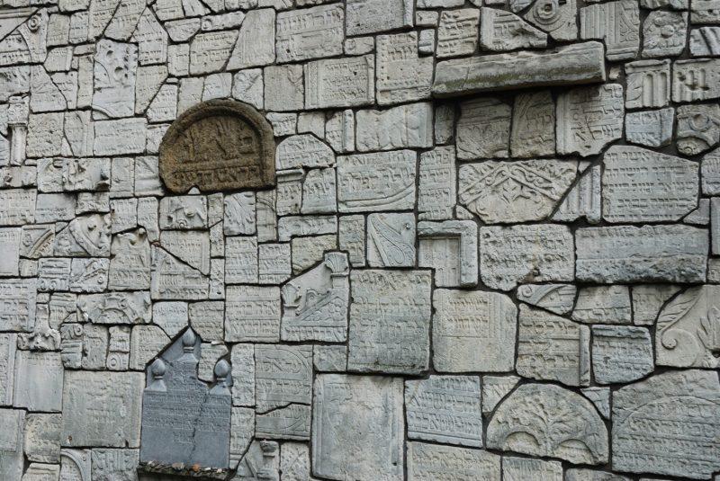Cracovia: Muro de las Lamentaciones en el cementerio judio de la Sinagoga Remuh