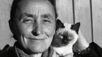 Artist Georgia O'Keeffe with cat, New Mexico