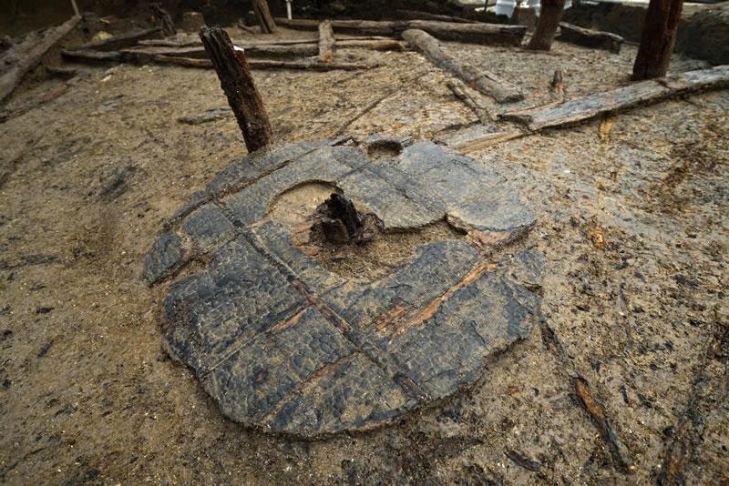 Asentamiento de la Edad del Bronce (Inglaterra). Uno de los hallazgos: una rueda completa de hace 3000 años