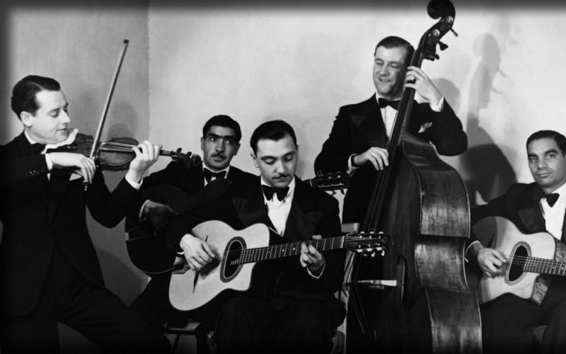 A la izquierda, Stéphane Grappelli. En el centro, Django Reinhardt.
