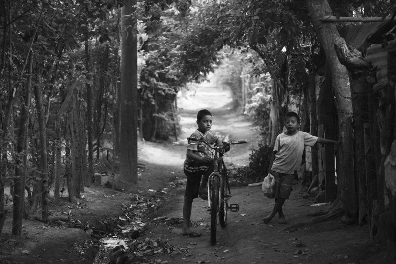 Dos niños en Nicaragua rural. Joshua Mcdonald