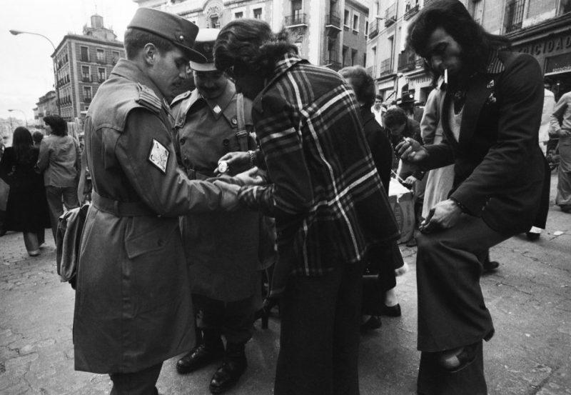 Los jóvenes que cumplían el servicio militar obligatorio eran habituales visitantes del mercadillo madrileño.