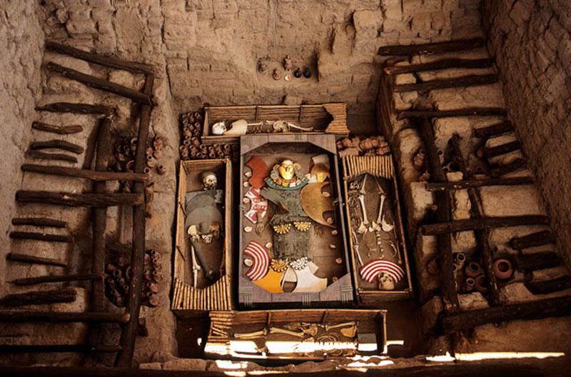 La Tumba 1 del Señor de Sipán parcialmente reconstruida. Foto por Sue Cunningham