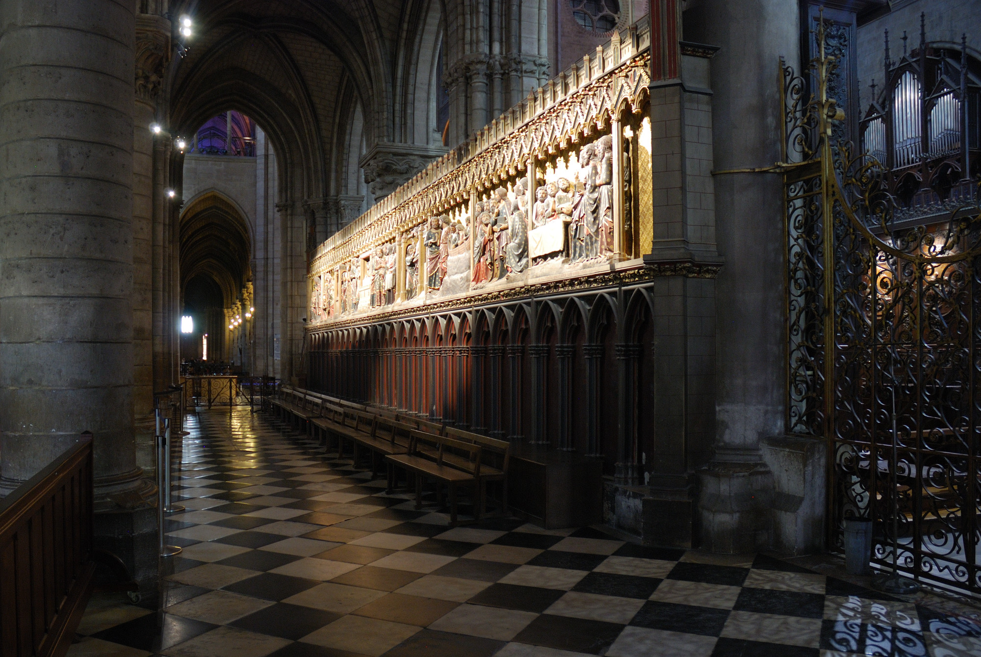 Notre Dame. Relieves coro