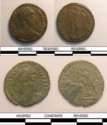 Anverso y reverso de monedas de Teodosio y Constante.